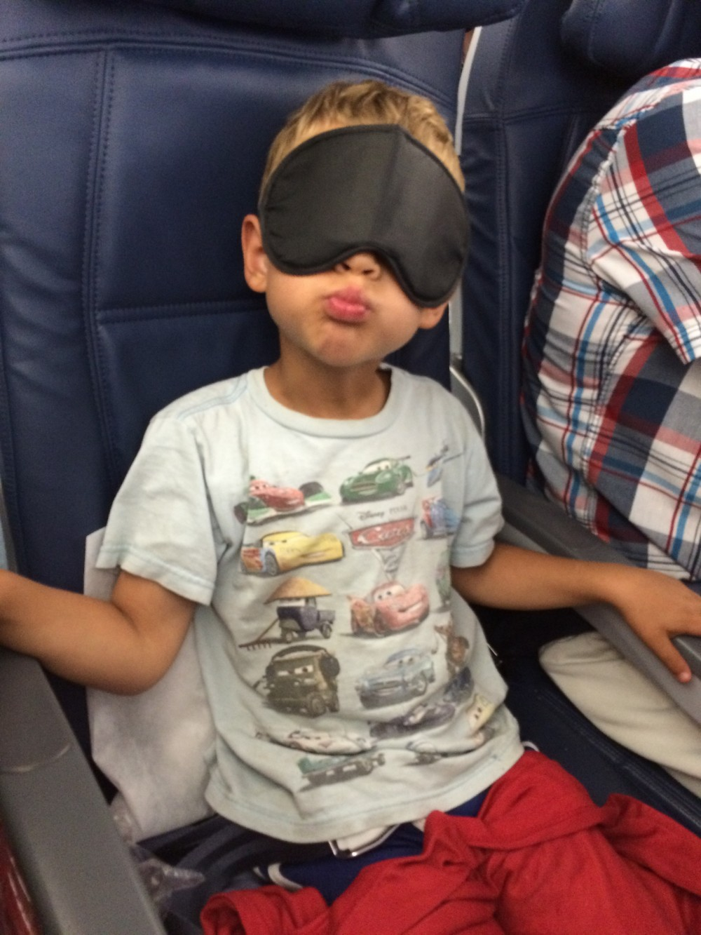 Ronen wearing eye cover on plane to Vienna 2015