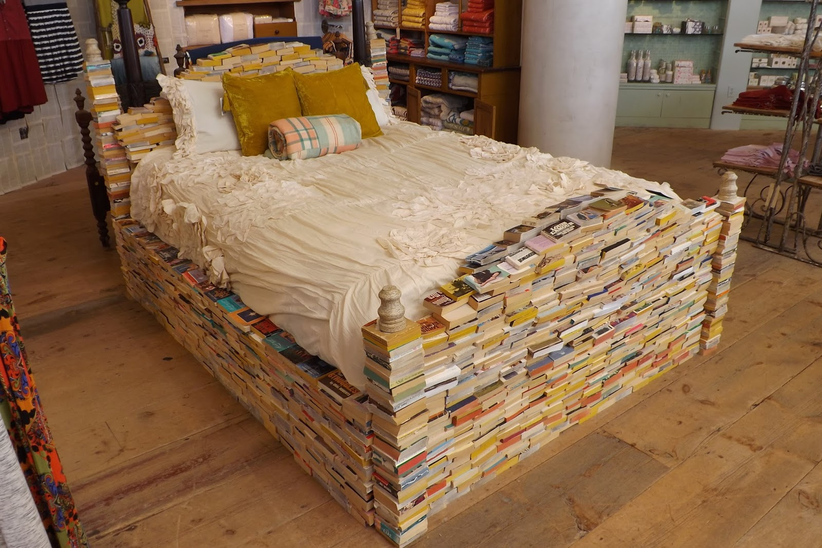 Anthropologie's twist on Embedded Reading (Photo by Barbara Dunbar)