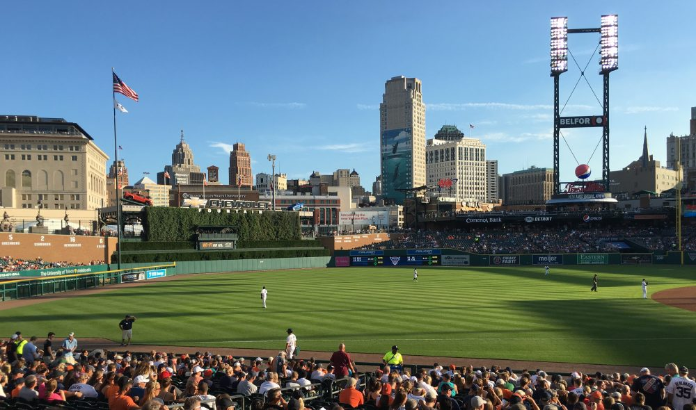 Tigers taking the field against White Sox 08-03-2016